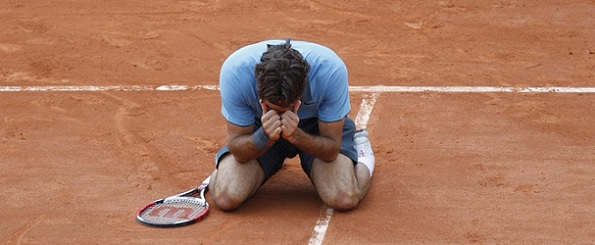 Federer Soderling Roland Garros 2009 celebration knees
